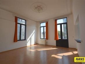 Electrische verwarming! Prachtig appartement van 75m² met 2 slpk. gelegen op de eerste verdieping van een klein gebouw van 2 hoog. Indeling: Inko