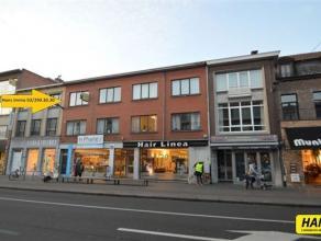 Mooi appartement van ca. 60m² met 1 slaapkamer in het centrum van Brasschaat. Indeling: Inkomhal van 9m² op vinyl. Leefruimte met open keuke