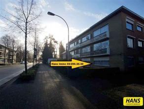 Instapklaar gelijksvloers appartement met een bew. opp. van 80m² met 2 slaapkamers en een tuin (ZO gericht). Indeling: Inkomhal van 9m² met