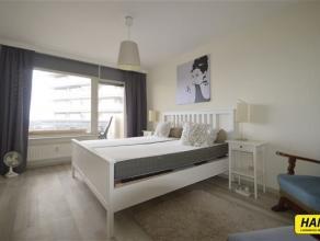 Appartement met prachtig overzicht van ca. 91m² met 3 slaapkamers en een groot terras. Indeling: Ruime inkomhal op laminaat, woonkamer van 26m&su