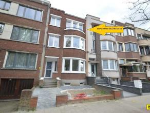 Prachtig duplex appartement met 1 à 2 slaapkamers en terras. Indeling: Leefruimte van 40m² met aansluitend volledig uitgeruste open keuken