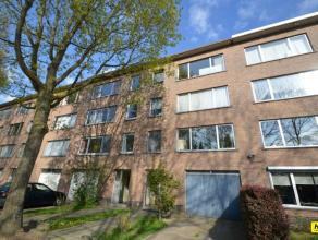 Rustig gelegen appartement van 85m² met 2 slaapkamers. Indeling: Inkomhal van 6m². Leefruimte van 33m² op parket. Wasruimte van 3m&sup2