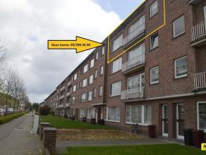 Mooi en ruim instapklaar appartement van 85m² met 2 slaapkamers gelegen op de derde verdieping in een gebouw van 3 hoog. Appartement bestaat uit