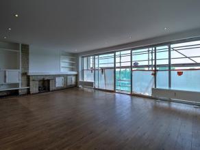 Ruime (145m2) 3 kamer appartement (+ garage), met terrassen en uitzicht op een luxe verblijf. Volledig gereviseerd! SAMENSTELLING: Hall (+/- 11m2); Wo