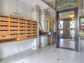Leuk 2 kamer appartement met vrij uitzicht en een eigen parkeerplaats. SAMENSTELLING: Entree (2,8 x 2,7 m); Salon (7 x 4m); Badkamer (2.25 x 1.7m); To