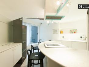 Sympathique studio de 40 m² à Uccle proche Uccle 750,00 € charges incluses ! N'hésitez pas à nous contacter par mail ou par