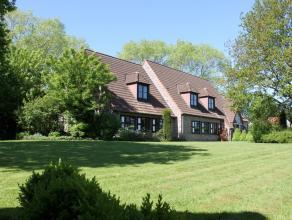 Deze unieke en residentieel gelegen villa op zuid gericht domein is een echt pareltje gelegen in 1 van de mooiste straten van de idyllische gemeente O