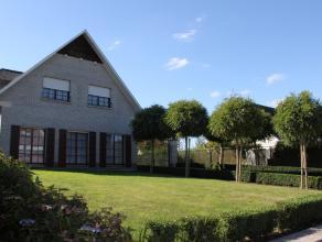 Contactname: Eline Ampe - 0478/362040.<br /> Deze prachtige en statige villa met zuid-west georiënteerde tuin is gelegen in de bosrijke omgeving