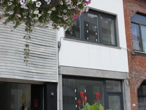 Contactname: Eline Ampe - 0478/36.20.40<br /> Deze prachtig vernieuwde woning is gelegen in het centrum van Deinze, op een boogscheut van het station