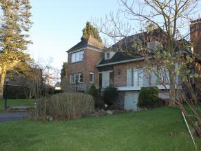 Contactname: Eline Ampe - 0478/36.20.40<br /> Deze karaktervolle villa is een echt pareltje, gelegen in een rustige, groene en idyllische woonomgeving