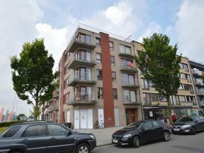 Appartement met 2 slaapkamers en terras in een nieuw gebouw te Zeebrugge. Indeling : Inkom, toilet, woonkamer met toegang tot terras, 2 slaapkamers wa
