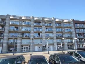 Recent appartement (2 slaapkamers) in een mooi gebouw langst de rederskaai te ZEEBRUGGE. Zuidgericht, met een mooi terras, en een prachtig zicht over