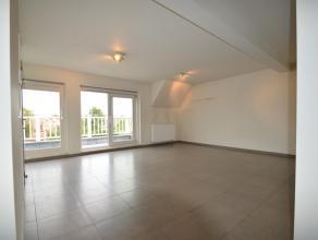 Nieuw duplex-appartement met een groot zonneterras in de Dorpsstraat te Westkapelle. 2 slaapkamers. Inkom, toilet, zeer grote woonkamer aan de zonneka