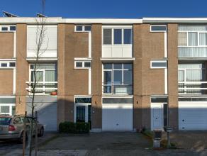 IN OPTIE! In een rustige woonwijk vindt u deze perfect onderhouden woning welke werd opgericht uit duurzame materialen. Door de jaren heen werden er v