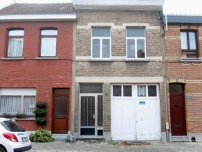 Deze te renoveren woning met groot magazijn is zeer gunstig gelegen te Antwerpen/ Wilrijk nabij alle openbaar vervoer en alle invalswegen van en naar
