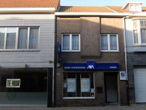 Verzorgde kantoor / handelsruimte van ca. 100m² in het centrum van Ekeren. Een degelijk handelspand op tegelvloer, elektriciteitsvoorziening, toi