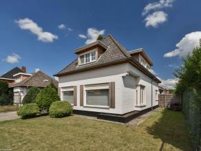 Deze VOLLEDIG GERENOVEERDE luxueuze villa op 1.452m² nabij het centrum van Stabroek bestaat uit: inkomhal op marmer, een gelijkvloerskamer (of bu