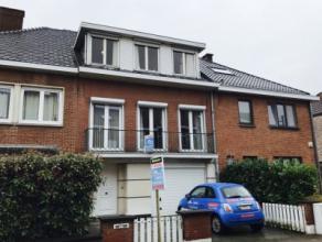 Waterloo : idéalement située dans le quartier du Chenois, ravissante maison 2 façades à réactualiser se composant a