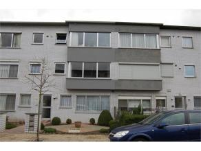 Appartement op de 1ste verdieping met garage en klein terras achteraan. Het appartement werd recent opgefrist met o.a. nieuwe ramen, nieuwe keuken, ba