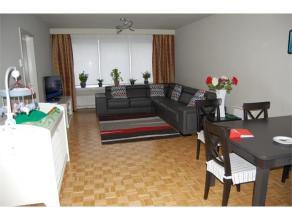 Appartement op de 1ste verdieping van een klein appartementsgebouw. Gelegen in een rustige woonwijk vlakbij alle voorzieningen. Het appartement omvat