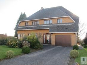 Charmante villa op 800m², te moderniseren, centraal gelegen nabij het dorp van Sint Lenaarts. De woning komt in aanmerking voor horeca alsook voo