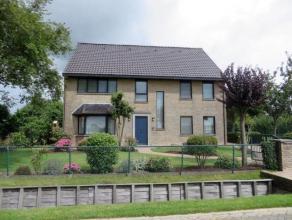 Deze verzorgde & ruime villa, op 1.005m², is gelegen in een rustige en landelijke omgeving nabij de dorpskernen van Brecht en Sint-Lenaarts.