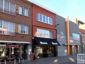 Dit appartement op de 1ste verdieping (zonder lift), is gelegen midden in het centrum van Brasschaat, op wandelafstand van het openbaar vervoer, winke