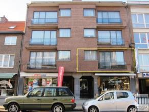 Ruim en licht appartement (+/-105m²) op de eerste verdieping rechts van een verzorgde Residentie met lift, zeer centraal gelegen in de winkelstra