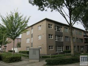 In een rustige woonomgeving nabij het centrum van Brasschaat bevindt zich dit gelijkvloersappartement met tuin. Het appartement moet opgefrist worden