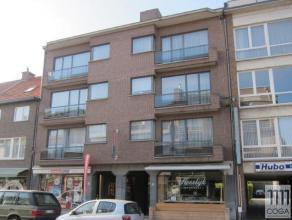 Dit ruim en licht appartement (+/-116m²) op de eerste verdieping (met lift) in een zeer rustige en verzorgde residentie is centraal gelegen in de