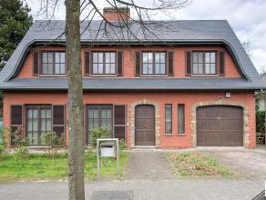 Kwalitatieve, klassieke villa gelegen aan de Jachtlaan in de gegeerde Elsdonkwijk met een bew.opp van ca 350m². Aangename leefruimte deels op par