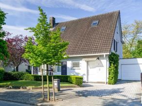 Instapklare woning met 3 à 4 slk en ZW-tuin in de residentiële Elsdonkwijk. De woning met ca 270m² bew.opp.werd in 2008 volledig gere