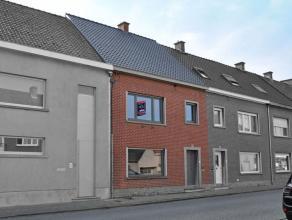 Deze instapklare woning werd recent volledig vernieuwd en is gelegen in het centrum van Ouwegem. Dankzij de centrale ligging en de directe nabijheid v