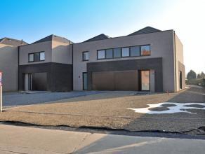 Deze nieuwbouwwoning, gelegen te Waregem, in het dorp Nieuwenhove ligt op amper 3km van de markt van Waregem. Dankzij de vlotte verbinding met de<br /