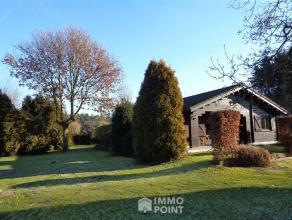 Wonen met het uitzicht van een landelijk gelegen villa tegen de prijs van een appartement? Het kan in deze instapklare houten woning in het woongebied