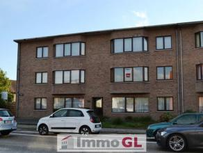 Inkomhal met gastentoilet & vestiaire Living ca. 37 m² - laminaat Keuken ca. 14 m² - natuursteen - keramische kookplaat - koelkast - die