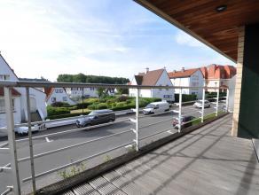 Instapklaar ongemeubeld appartement op de J. Nellenslaan vlakbij de zeedijk aan het Albertstrand. Inkom met vestiaireruimte en gastentoilet, een licht