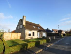 Ruime instapklare villa, rustig gelegen in een verkeersarme wijk ten zuiden van de Kalvekeetdijk in Knokke-Westkapelle. Inkom met vestiaire & gast