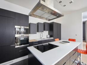 Dit volledig gerenoveerd appartement afgewerkt met hoogwaardige materialen is gelegen in de hippe Kammenstraat op wandelafstand van de Meir, Huidevett