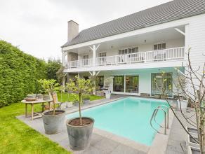 Uitstekend gelegen nabij de dorpskern van Kontich, bevindt zich deze alleenstaande villa in Long Island-stijl.<br /> Wanneer u de woning betreedt, pro
