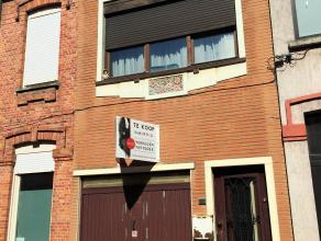 Deze woning bevindt zich in een rustige straat dichtbij een centrale invalsweg richting Gent centrum. <br /> Het centrum van de stad is makkelijk te b