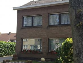 Deze gezellige en goed onderhouden halfopen woning bevindt zich op een rustige locatie, maar situeert zich nabij het centrum van Gent, openbaar vervoe