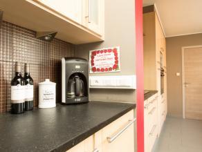 Knappe woning centraal in Gistel! <br /> <br /> Lichtrijke woning met ruime leefruimte, halfopen keuken, badkamer met luxueus ligbad en douche, 6 kame