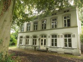 Deze unieke herenwoning met ruime tuin, palend aan een publiek park, werd gebouwd in 1866 met uitbreidingen in de jaren erna. Dit dubbelhuis van zes t