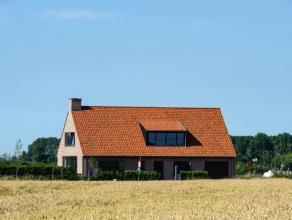 Deze zeer ruime en praktische alleenstaande woning ligt in Westkapelle, op een boogscheut van het centrum van Knokke. De woning is vrij recent gebouwd