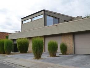 Prachtige woning met landelijk moderne touch die gezien mag worden. In een oase van rust vertoevend doch centraal gelegen in residentiele villawijk.De