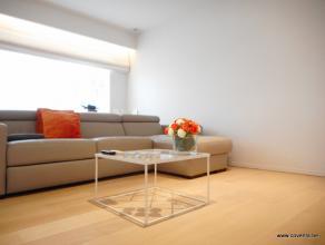 Prachtig vernieuwd appartement bestaande uit: inkomhal met toilet, badkamer met inloopdouche in graniet, lichtrijke living-salon met open keuken, inbo