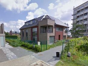 Exclusief, recent appartement met grote tuin van 300 m². Gelegen in een mooie rustige residentie op einde doodlopende straat, centraal in de buur