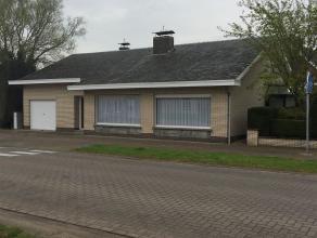Centraal gelegen landhuis met 3 slpks in het centrum van Gooreind Deze woning is gelegen vlakbij invalswegen, autostrade, winkels en scholen.Alles bev