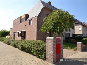 Centraal gelegen aan de rand van Wommelgem-dorp, op wandelafstand van winkels, openbaar vervoer en sportcentra. De woning wordt verkocht door de bouwh